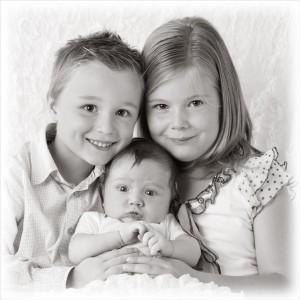 Samen met grote broer en zus…