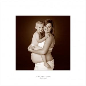 Zwangerschapsfoto met zoontje